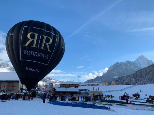 Het internationaal ballonfestival van Chateau-d'Oex haalt het beste in onze piloten naar boven